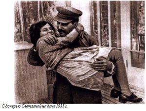 С дочерью Светланой на даче 1935 г.
